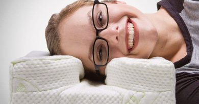 Pillow LaySee for those who like to sleep with glasses