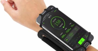 Sports wristband with holder for smartphone