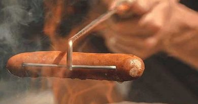 A skewer for roasting sausages over a fire Crank-Eez