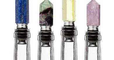 Wine stoppers in the form of faceted minerals