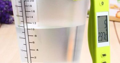 Electronic jug to measure the volume and temperature of the liquid