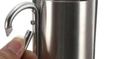 Travel mug with carabiner