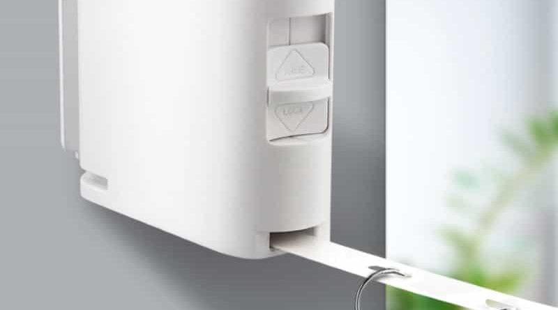 Extendable holder for coat-hangers